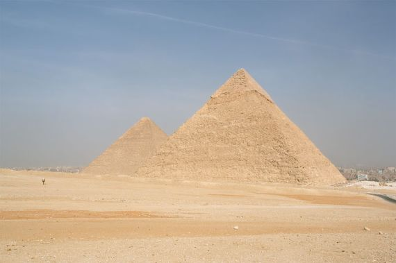 800px-cairo_gizeh_pyramids_of_kephren_and_khufu_egypt_oct_2004